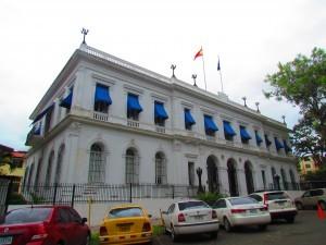 trabajar en una embajada